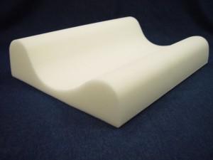 Deep-Scoop Contour Neck Pillow